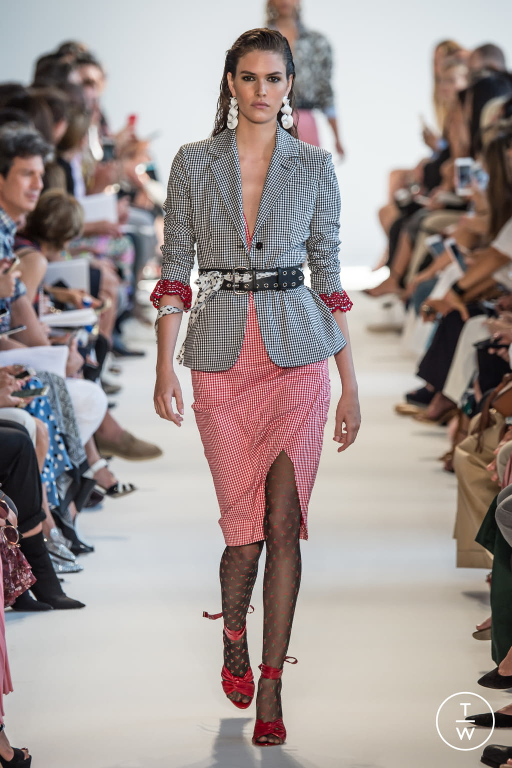 Fashion Week New York Spring/Summer 2017 look 15 from the Altuzarra collection womenswear