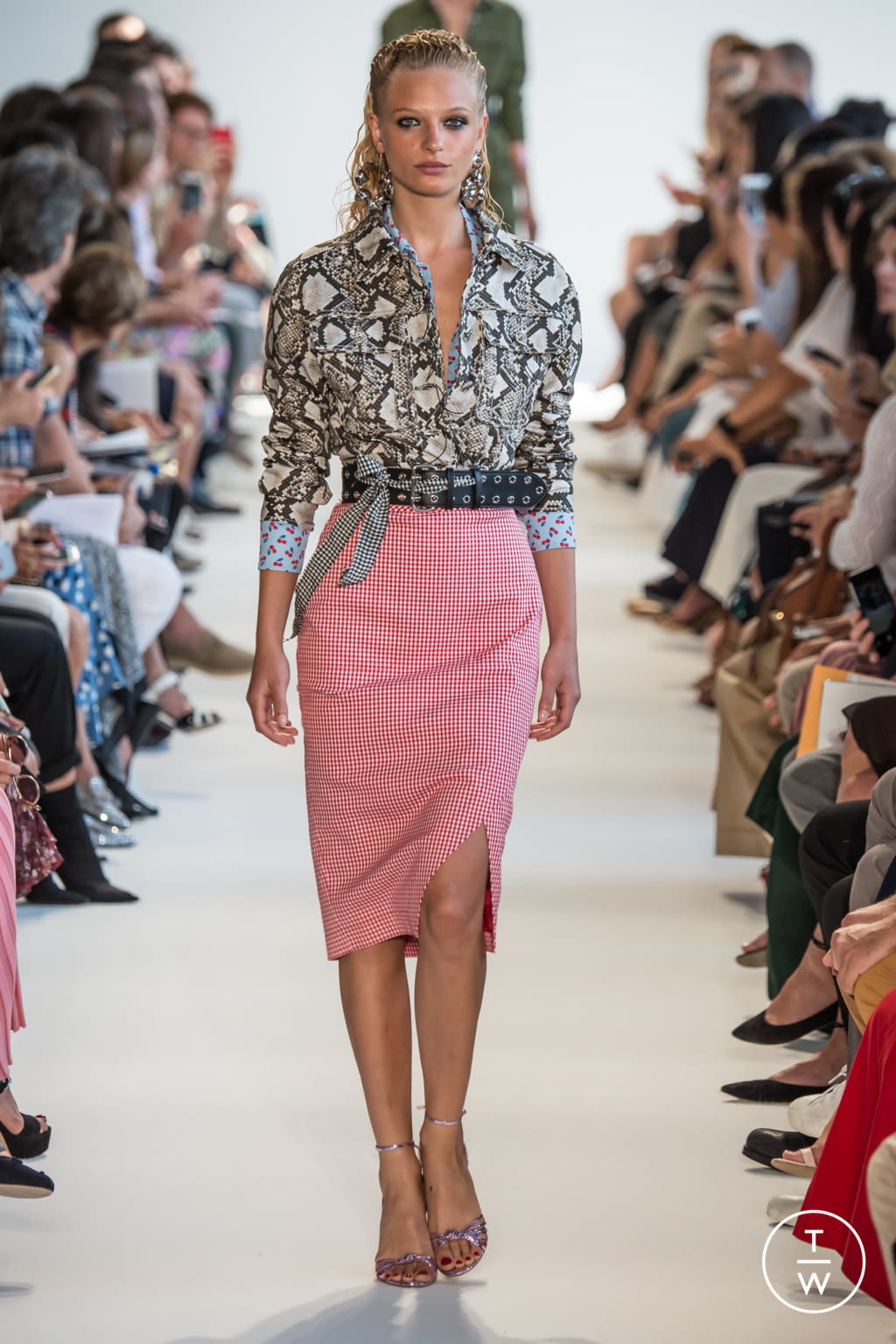 Fashion Week New York Spring/Summer 2017 look 16 from the Altuzarra collection womenswear