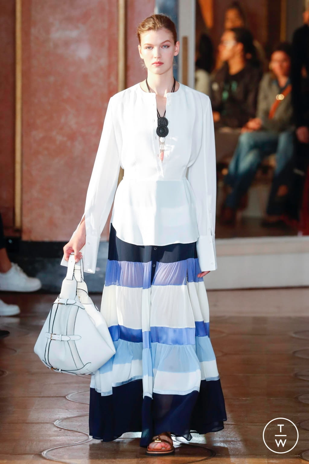 Fashion Week Paris Spring/Summer 2020 look 13 from the Altuzarra collection 女装
