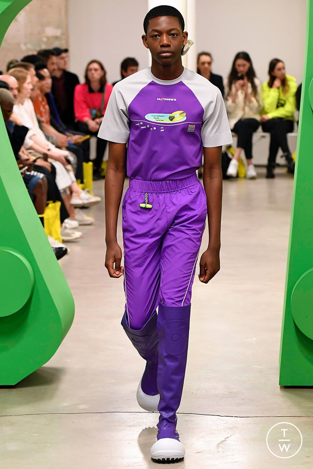 Fashion Week Paris Spring/Summer 2020 look 32 from the Angus Chiang collection menswear
