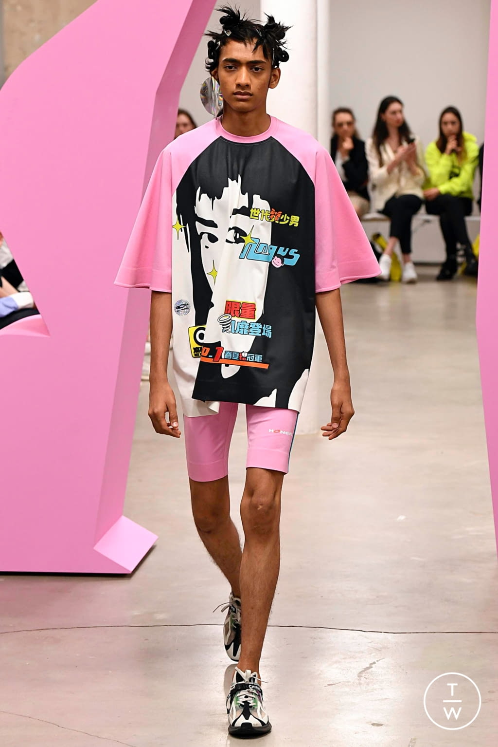 Fashion Week Paris Spring/Summer 2020 look 38 from the Angus Chiang collection menswear