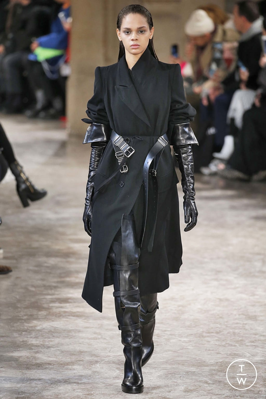 Fashion Week Paris Fall/Winter 2018 look 1 from the Ann Demeulemeester collection womenswear