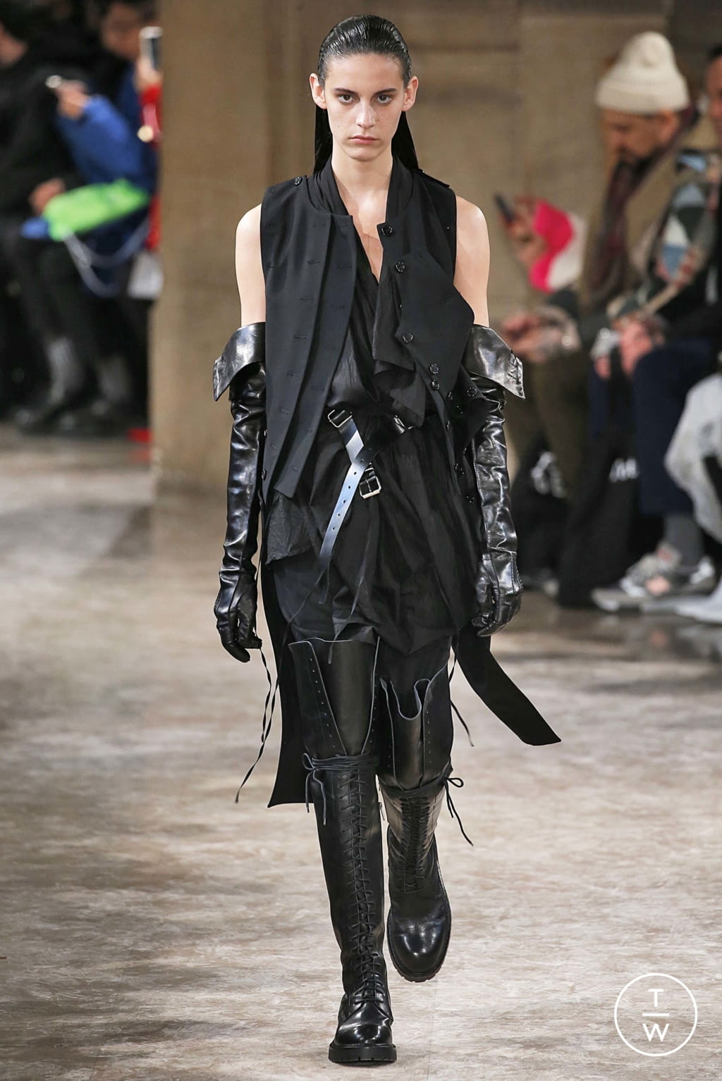 Fashion Week Paris Fall/Winter 2018 look 3 from the Ann Demeulemeester collection womenswear
