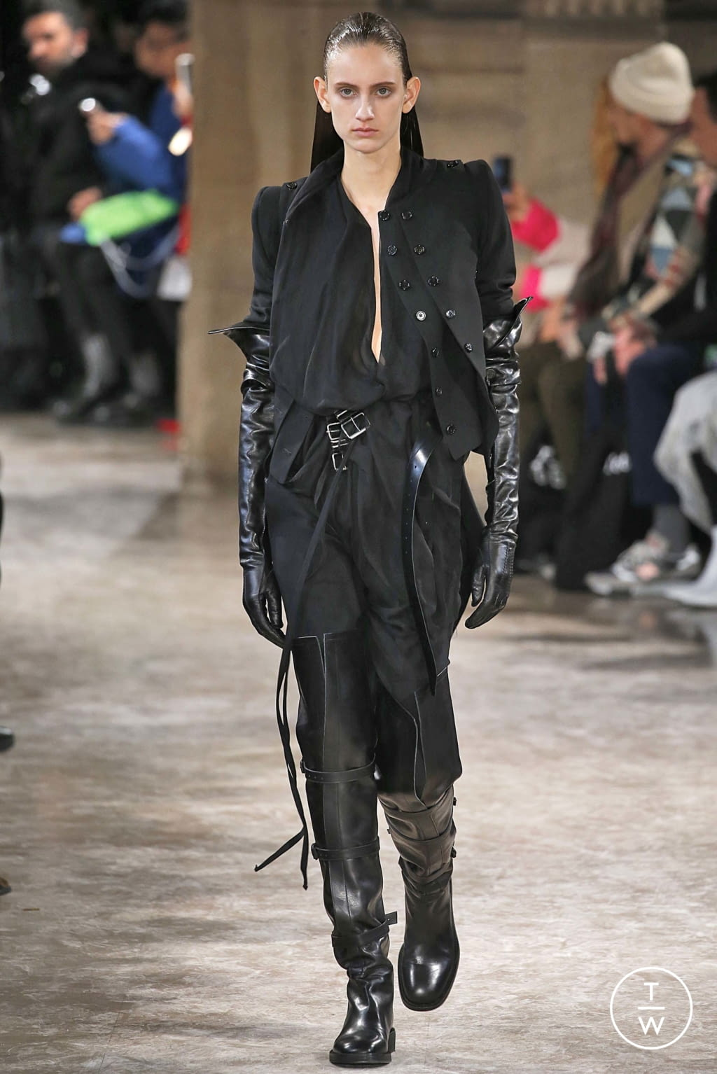 Fashion Week Paris Fall/Winter 2018 look 4 from the Ann Demeulemeester collection womenswear