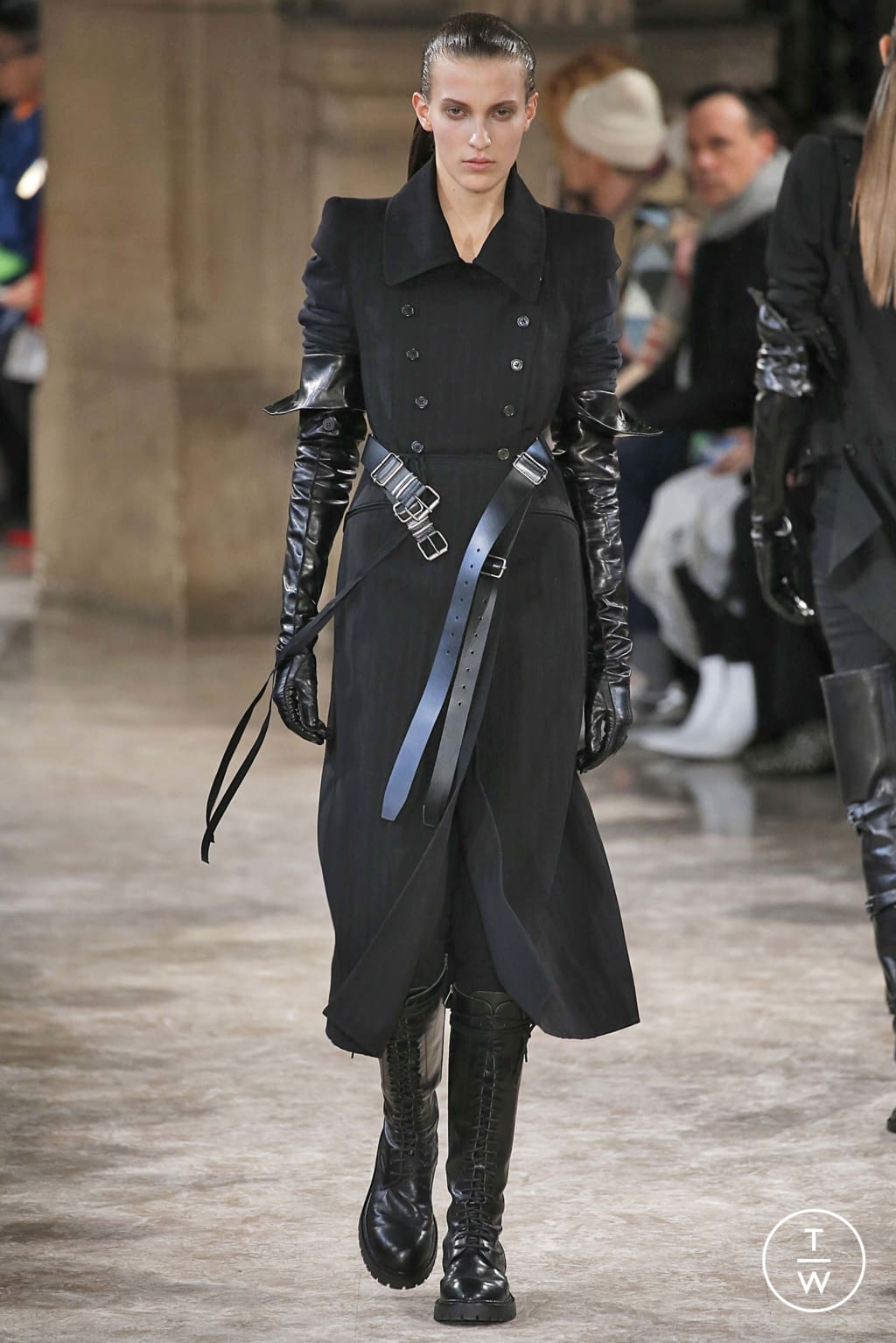 Fashion Week Paris Fall/Winter 2018 look 5 from the Ann Demeulemeester collection womenswear