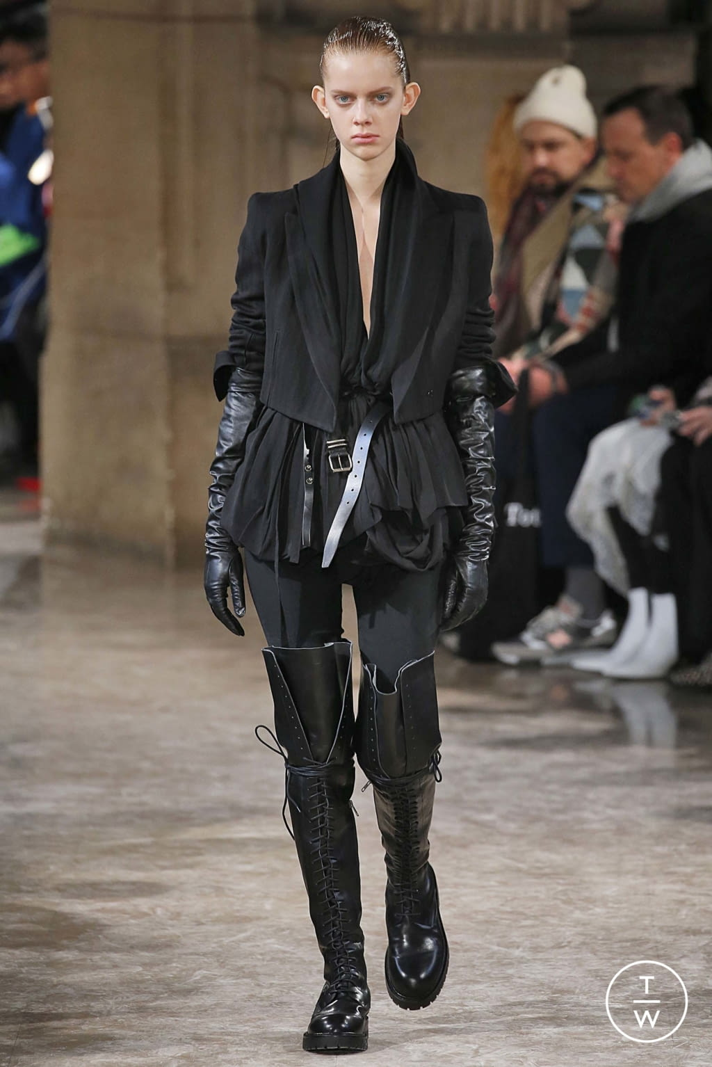 Fashion Week Paris Fall/Winter 2018 look 7 from the Ann Demeulemeester collection womenswear