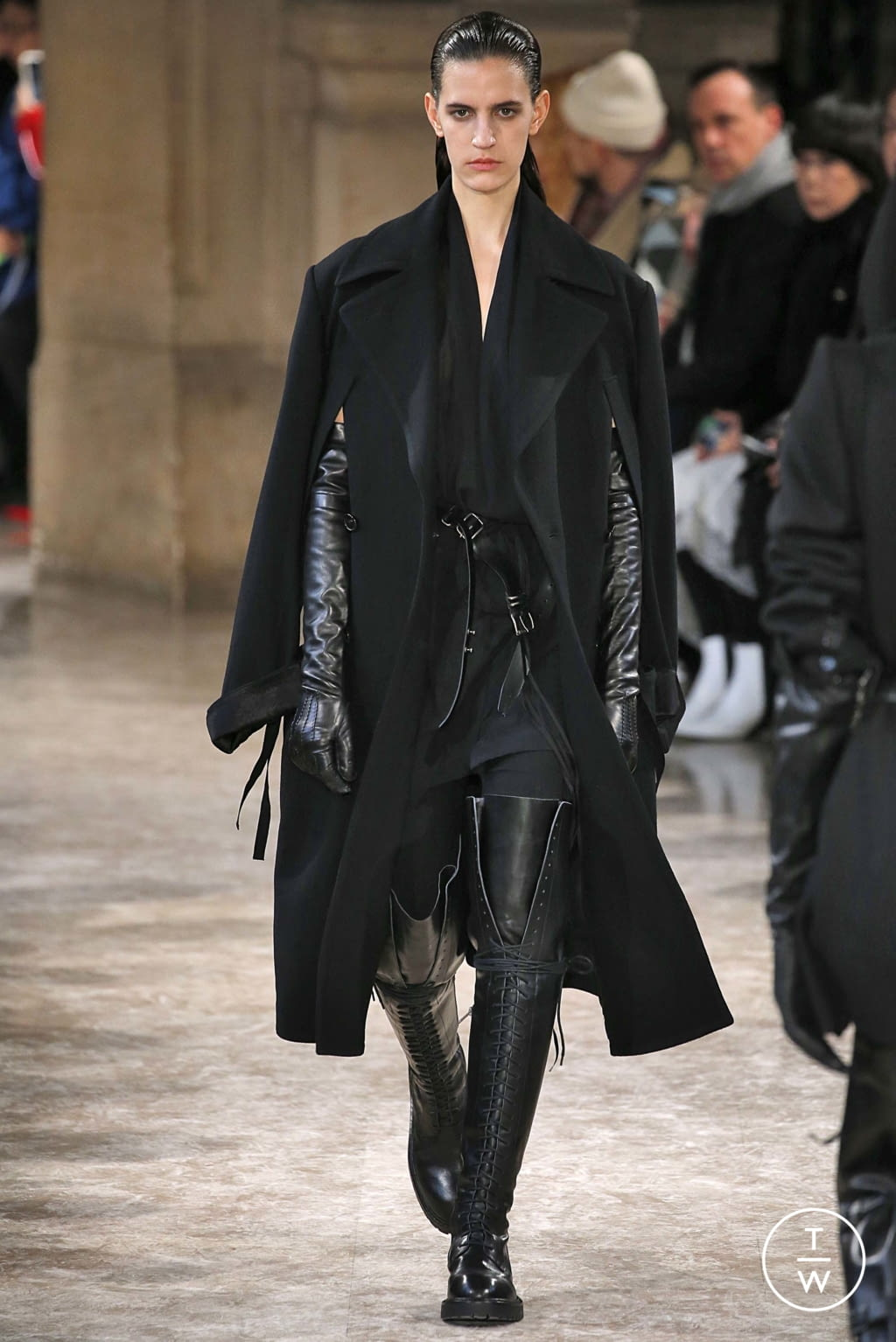 Fashion Week Paris Fall/Winter 2018 look 17 from the Ann Demeulemeester collection womenswear