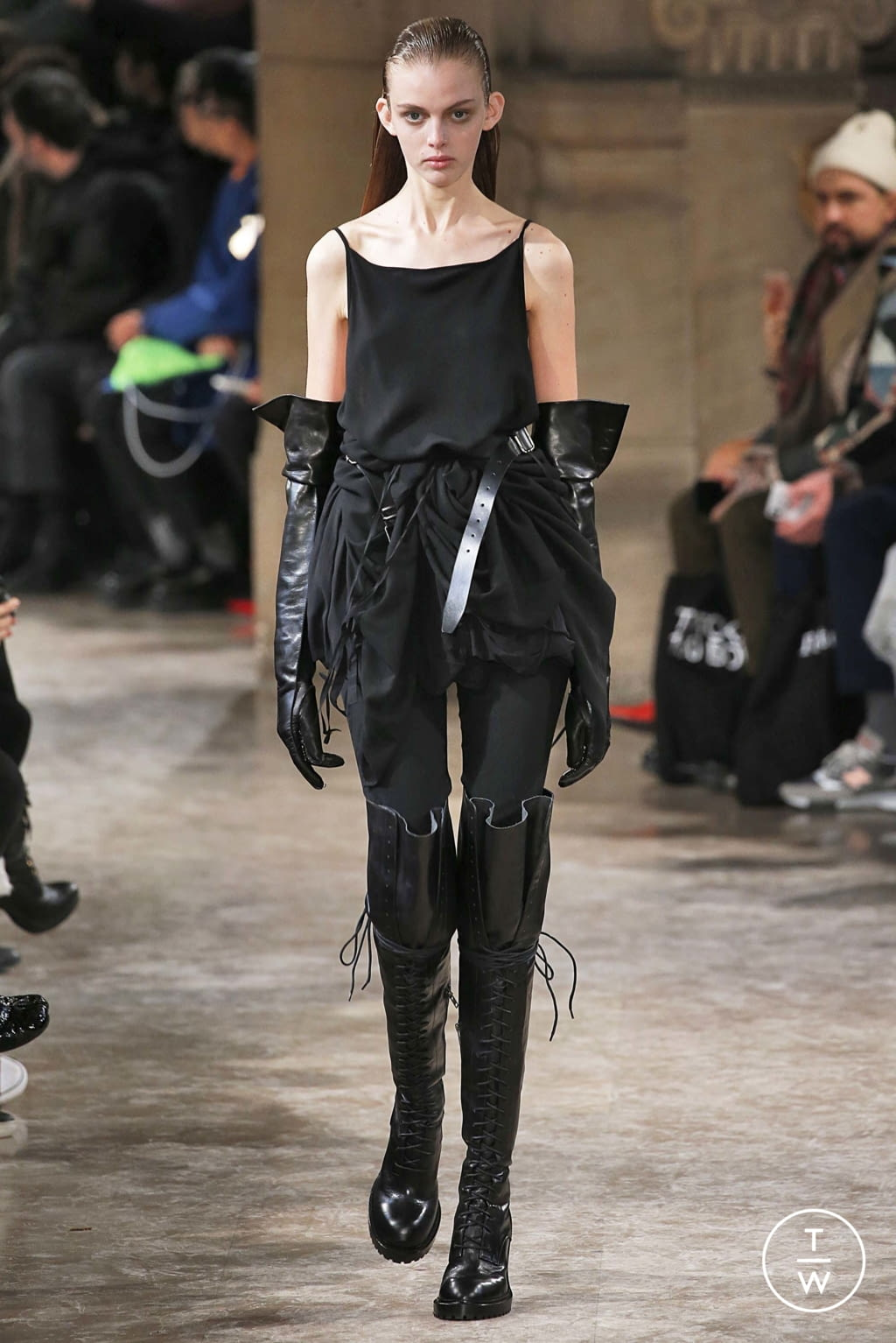 Fashion Week Paris Fall/Winter 2018 look 19 from the Ann Demeulemeester collection womenswear