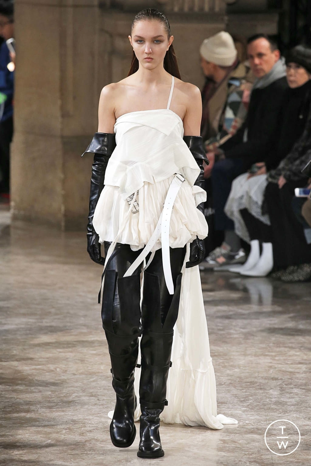 Fashion Week Paris Fall/Winter 2018 look 23 from the Ann Demeulemeester collection womenswear