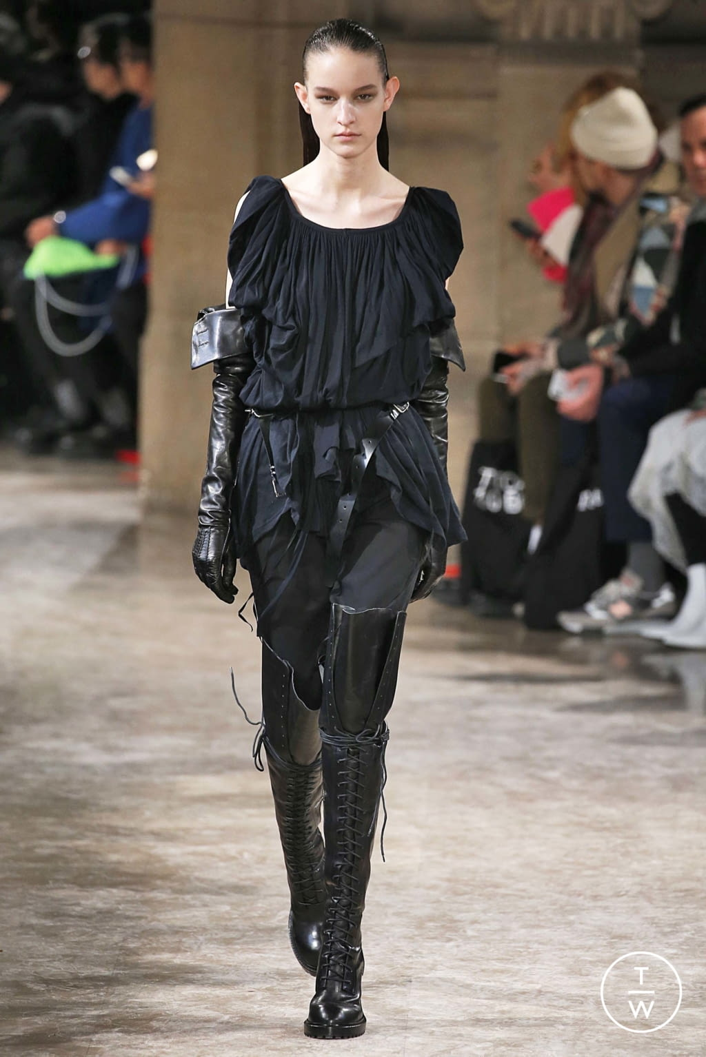 Fashion Week Paris Fall/Winter 2018 look 26 from the Ann Demeulemeester collection womenswear