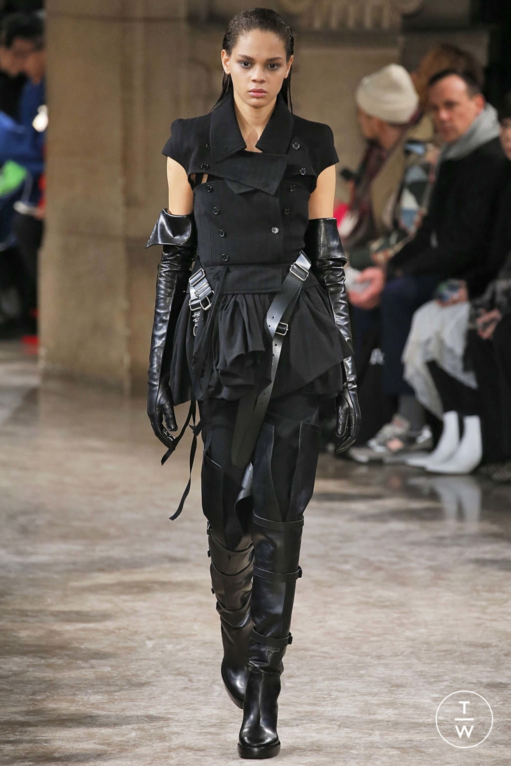 Fashion Week Paris Fall/Winter 2018 look 41 from the Ann Demeulemeester collection womenswear