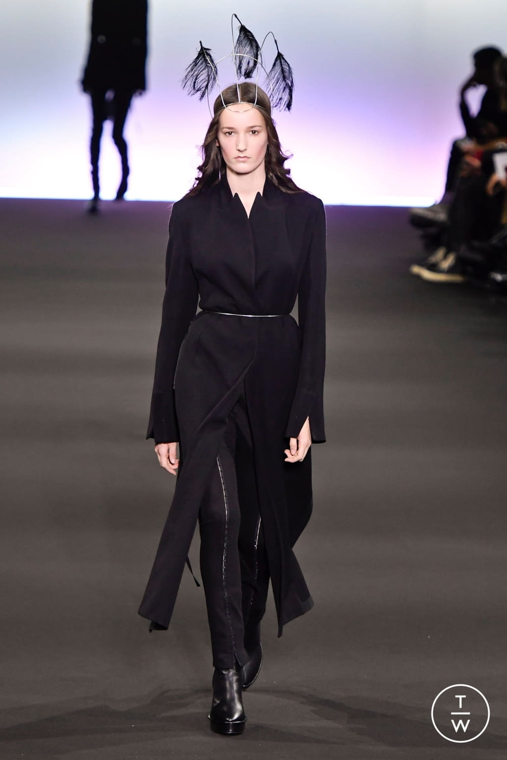 Fashion Week Paris Fall/Winter 2020 look 2 from the Ann Demeulemeester collection 女装