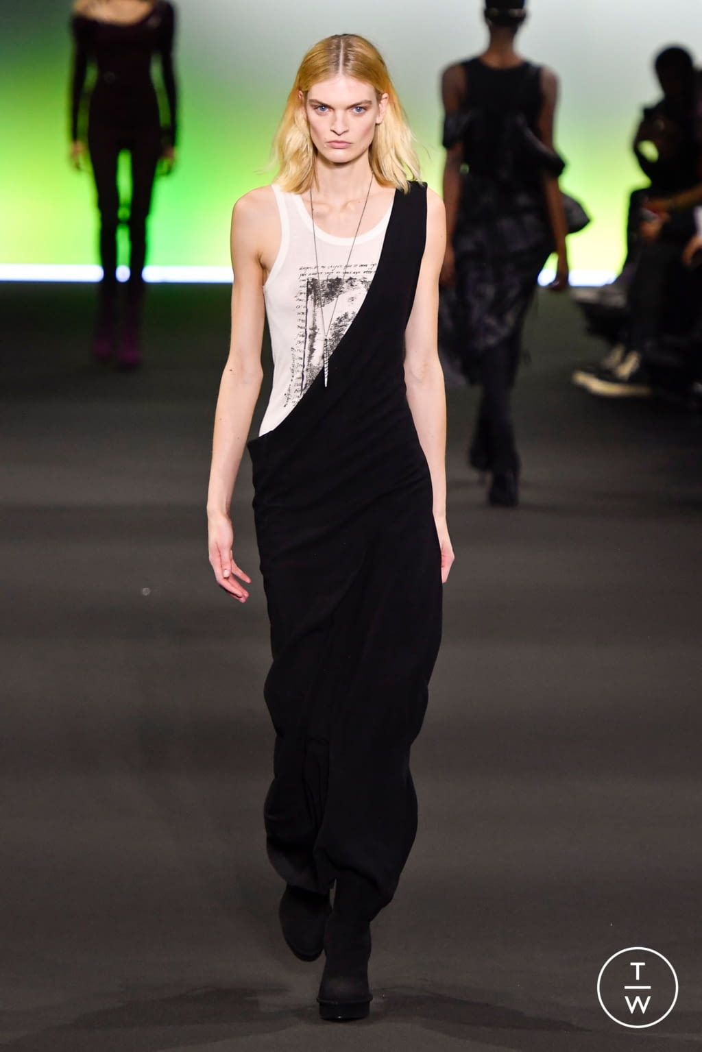 Fashion Week Paris Fall/Winter 2020 look 10 from the Ann Demeulemeester collection 女装