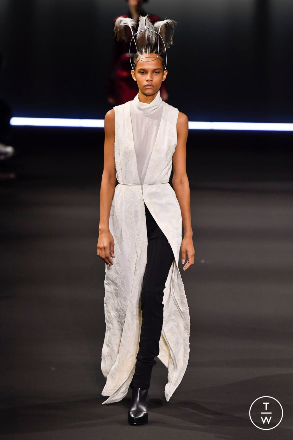 Fashion Week Paris Fall/Winter 2020 look 29 from the Ann Demeulemeester collection 女装