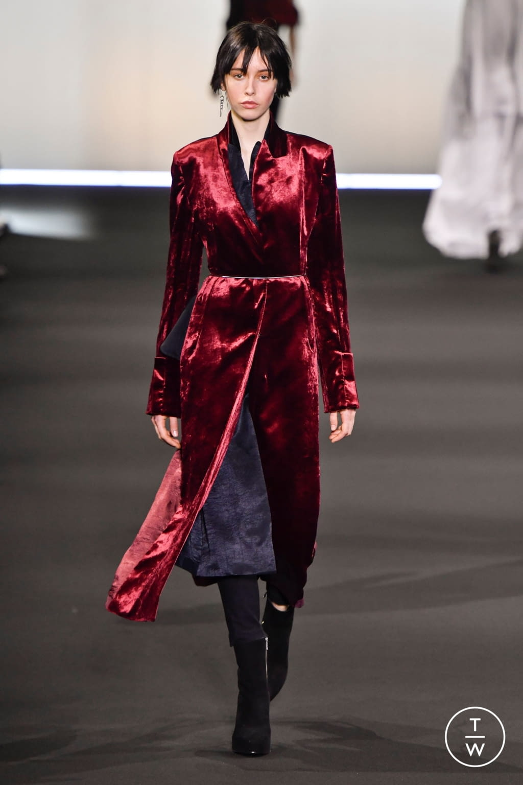 Fashion Week Paris Fall/Winter 2020 look 30 from the Ann Demeulemeester collection 女装