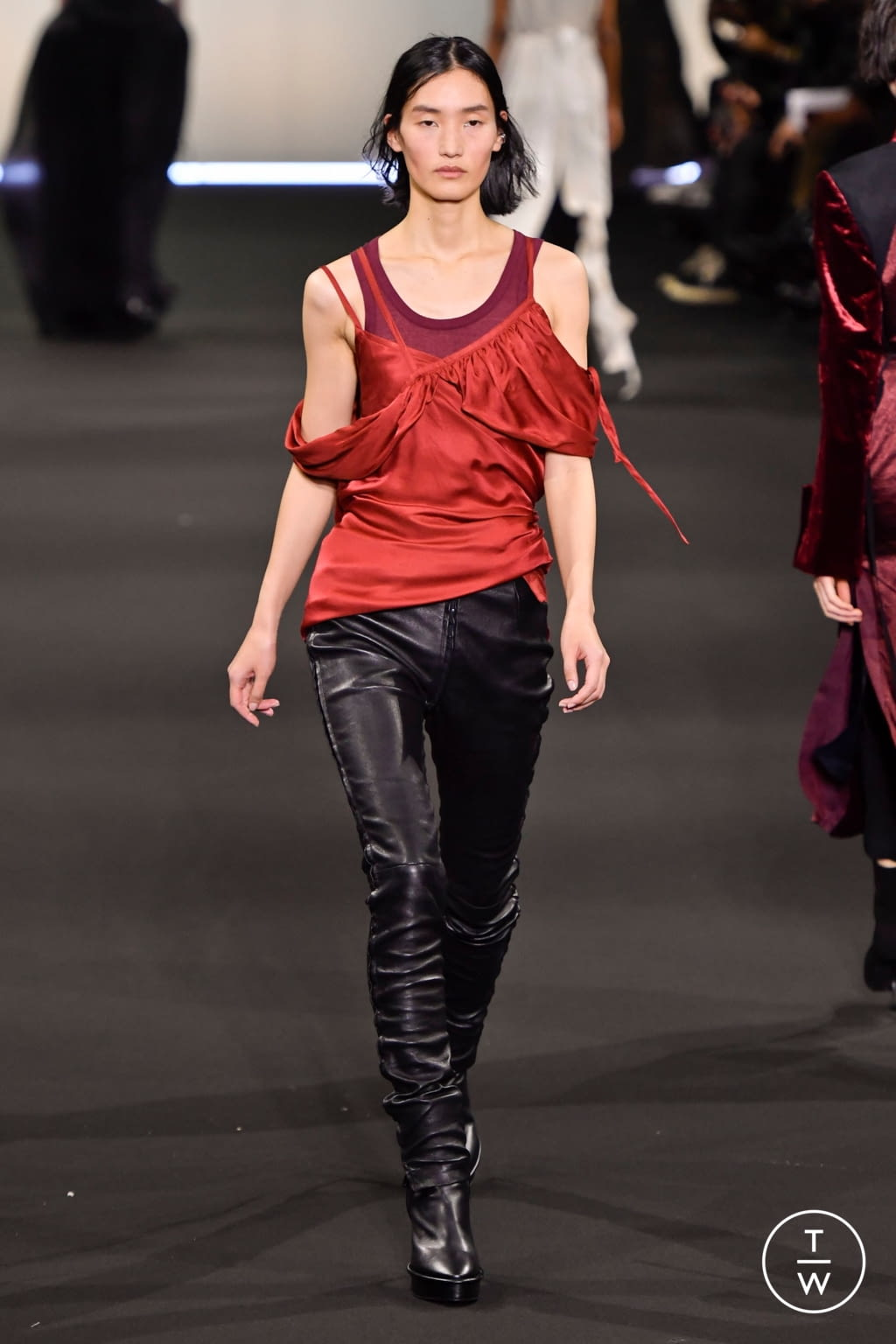 Fashion Week Paris Fall/Winter 2020 look 31 from the Ann Demeulemeester collection 女装