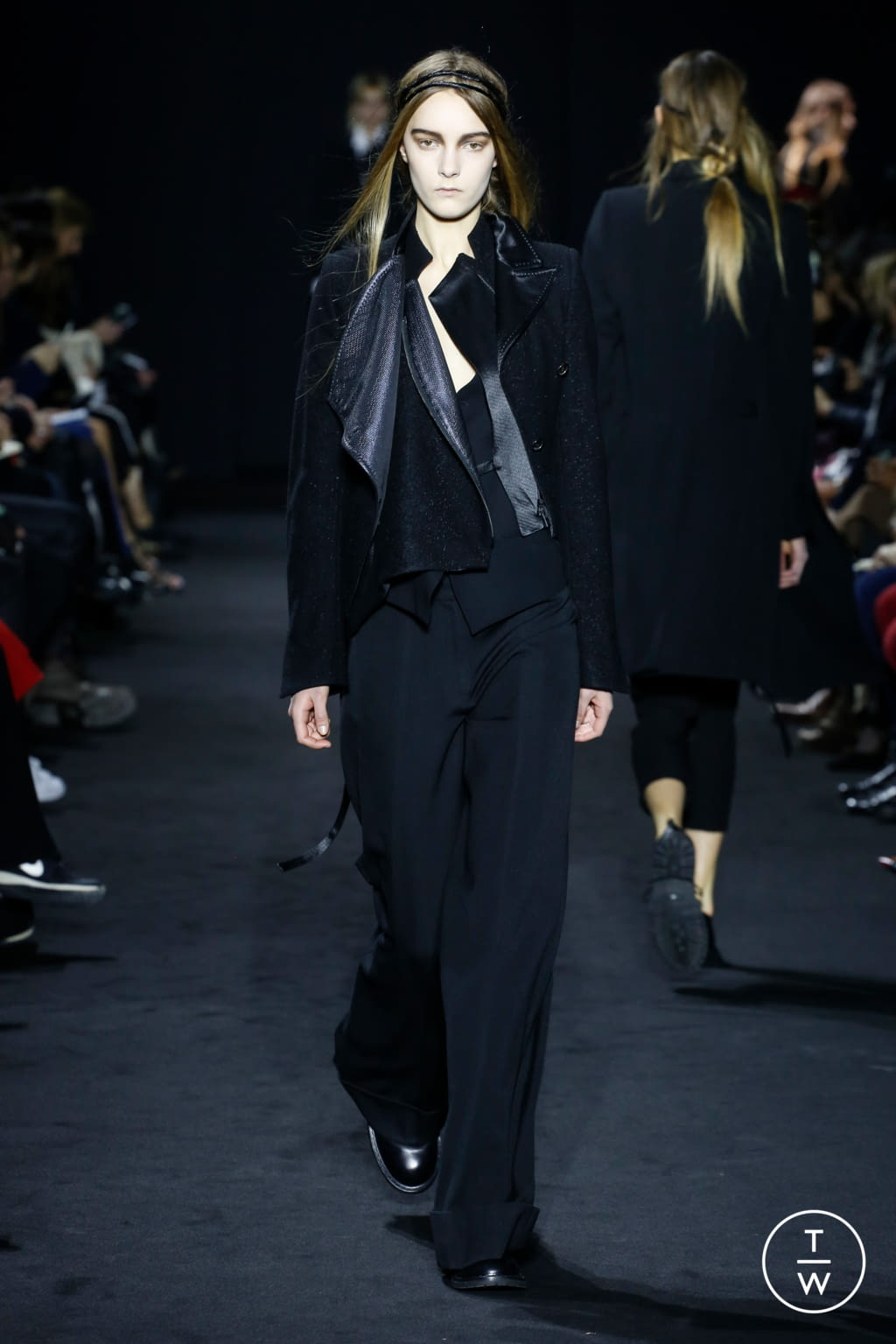 Fashion Week Paris Fall/Winter 2016 look 10 from the Ann Demeulemeester collection 女装