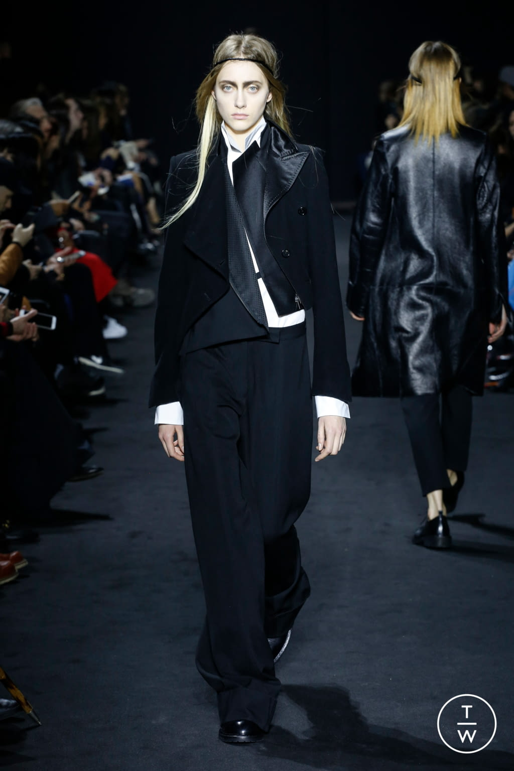Fashion Week Paris Fall/Winter 2016 look 13 from the Ann Demeulemeester collection 女装