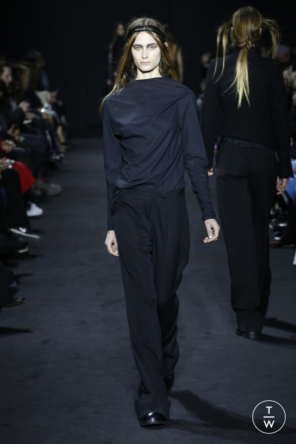 Fashion Week Paris Fall/Winter 2016 look 14 de la collection Ann Demeulemeester womenswear