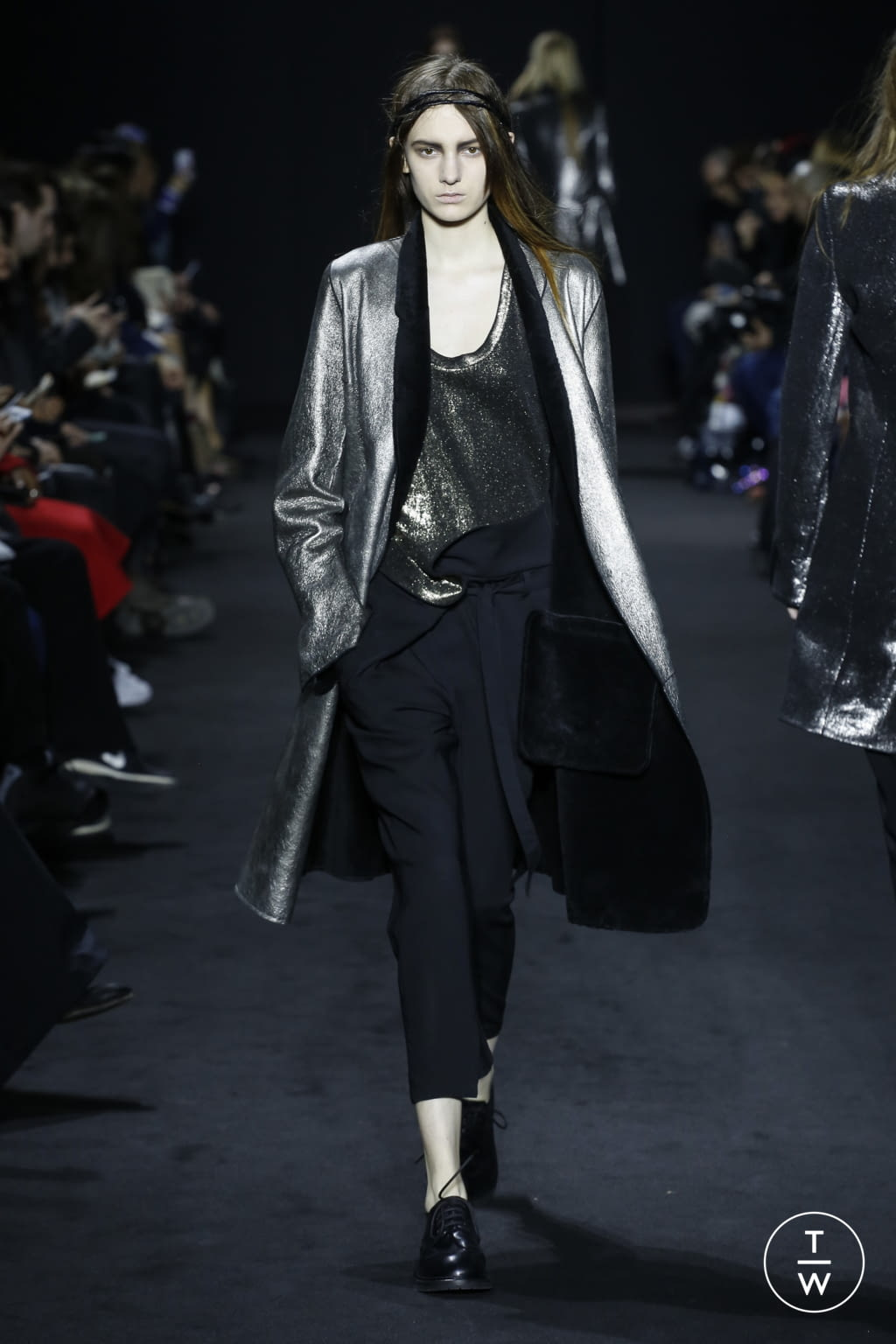 Fashion Week Paris Fall/Winter 2016 look 19 from the Ann Demeulemeester collection 女装