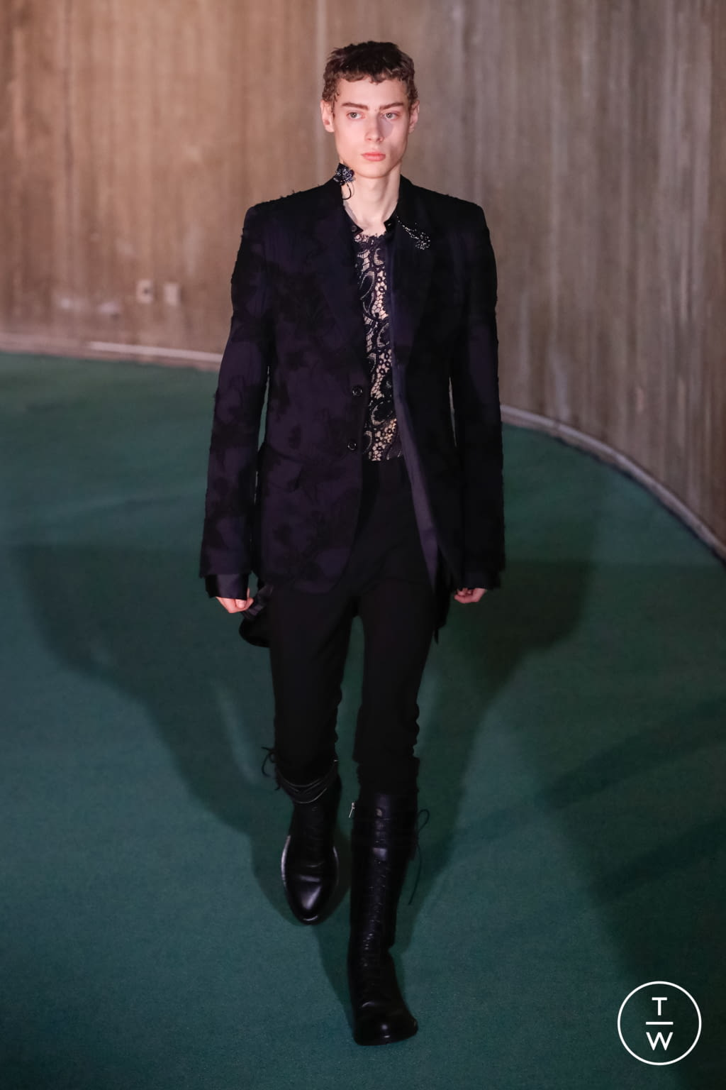 Fashion Week Paris Fall/Winter 2020 look 6 de la collection Ann Demeulemeester menswear