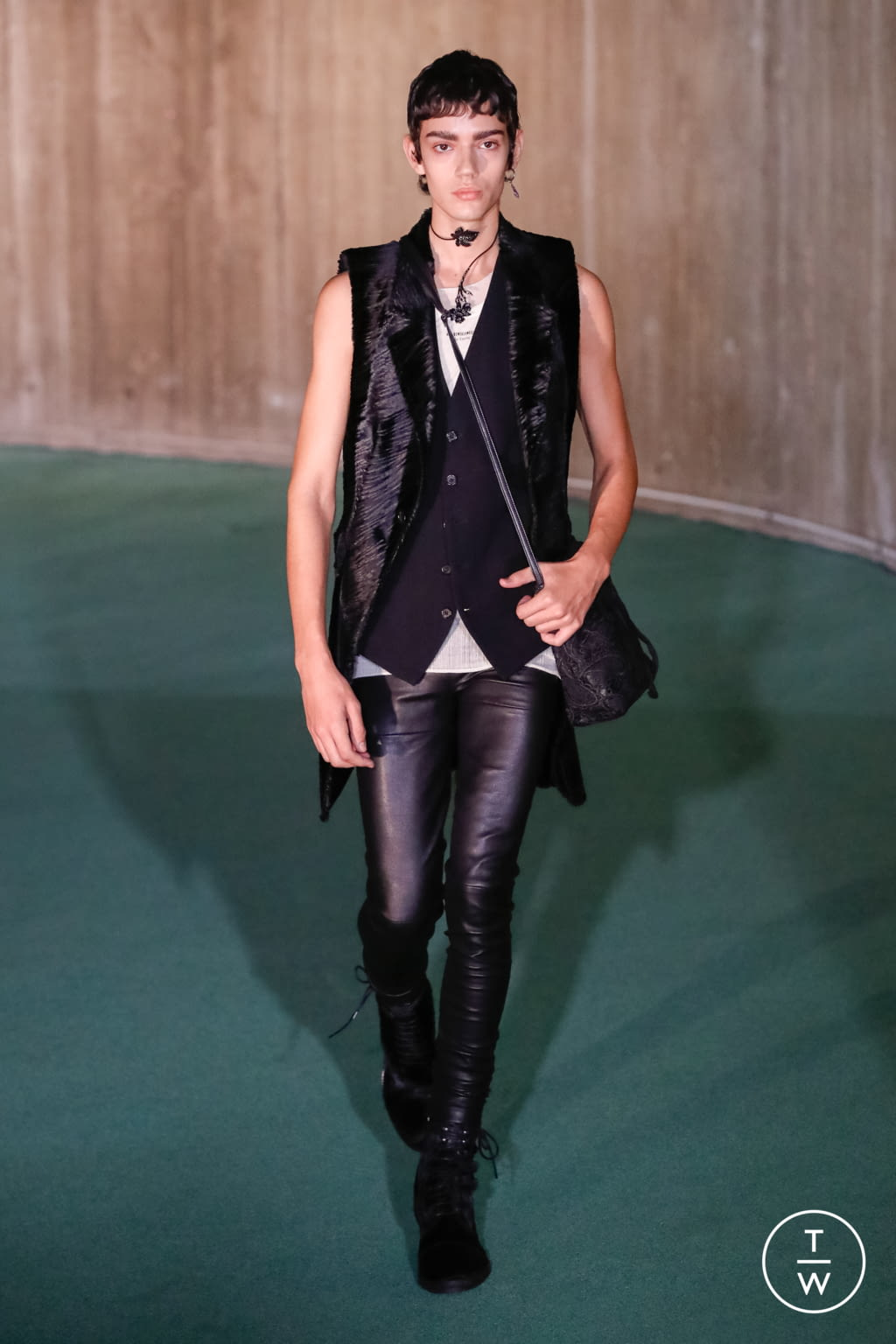 Fashion Week Paris Fall/Winter 2020 look 15 de la collection Ann Demeulemeester menswear