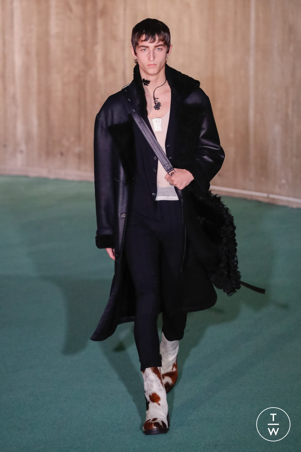 Fashion Week Paris Fall/Winter 2020 look 21 from the Ann Demeulemeester collection menswear