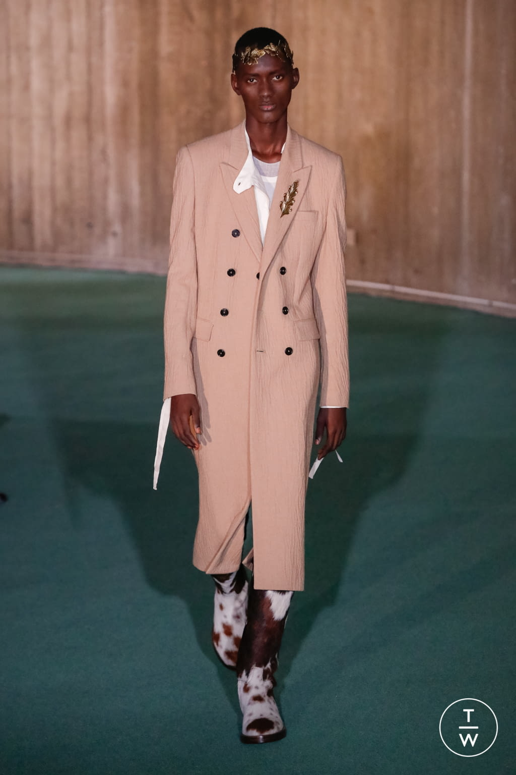 Fashion Week Paris Fall/Winter 2020 look 25 from the Ann Demeulemeester collection menswear