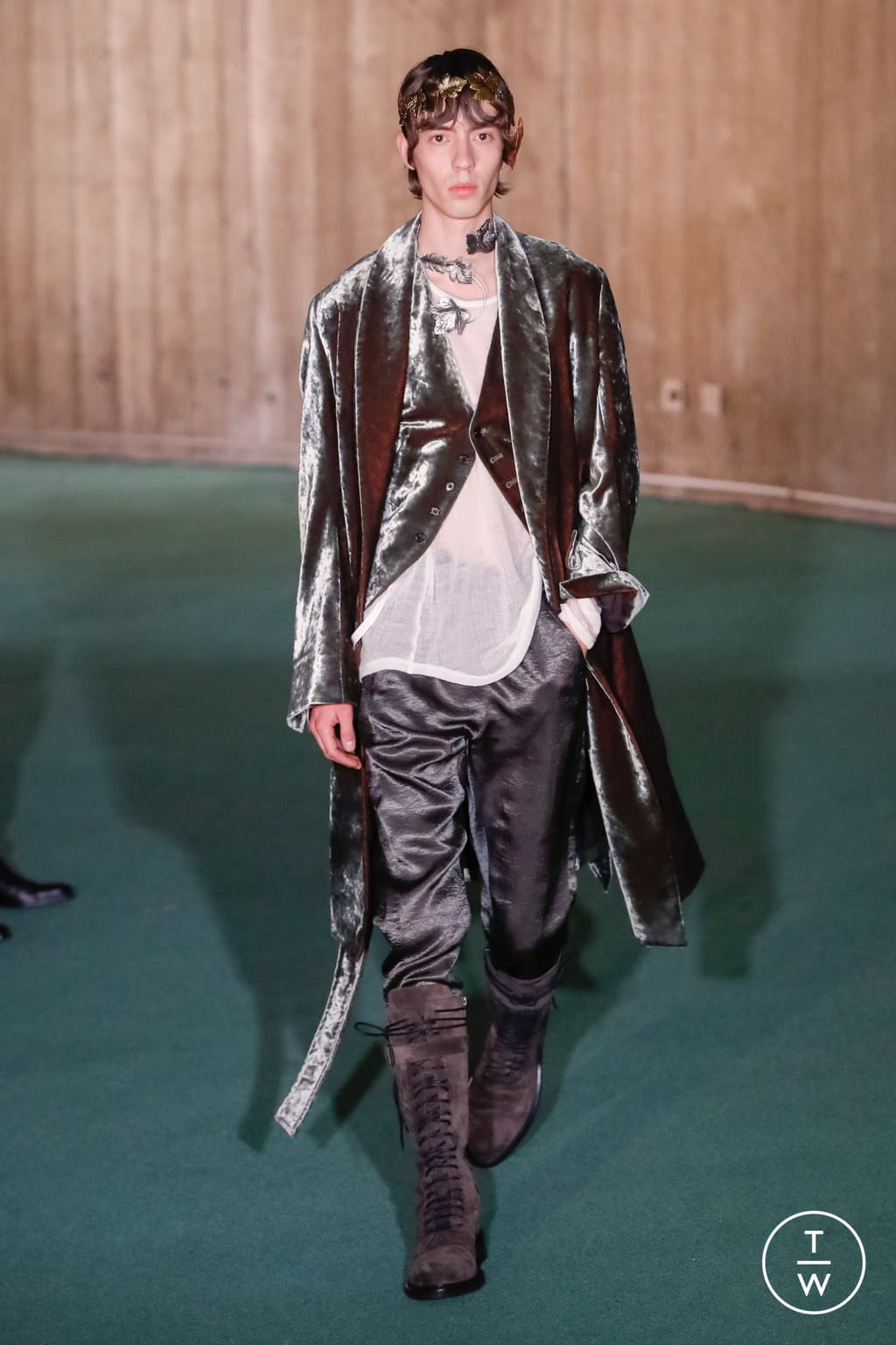 Fashion Week Paris Fall/Winter 2020 look 33 from the Ann Demeulemeester collection menswear