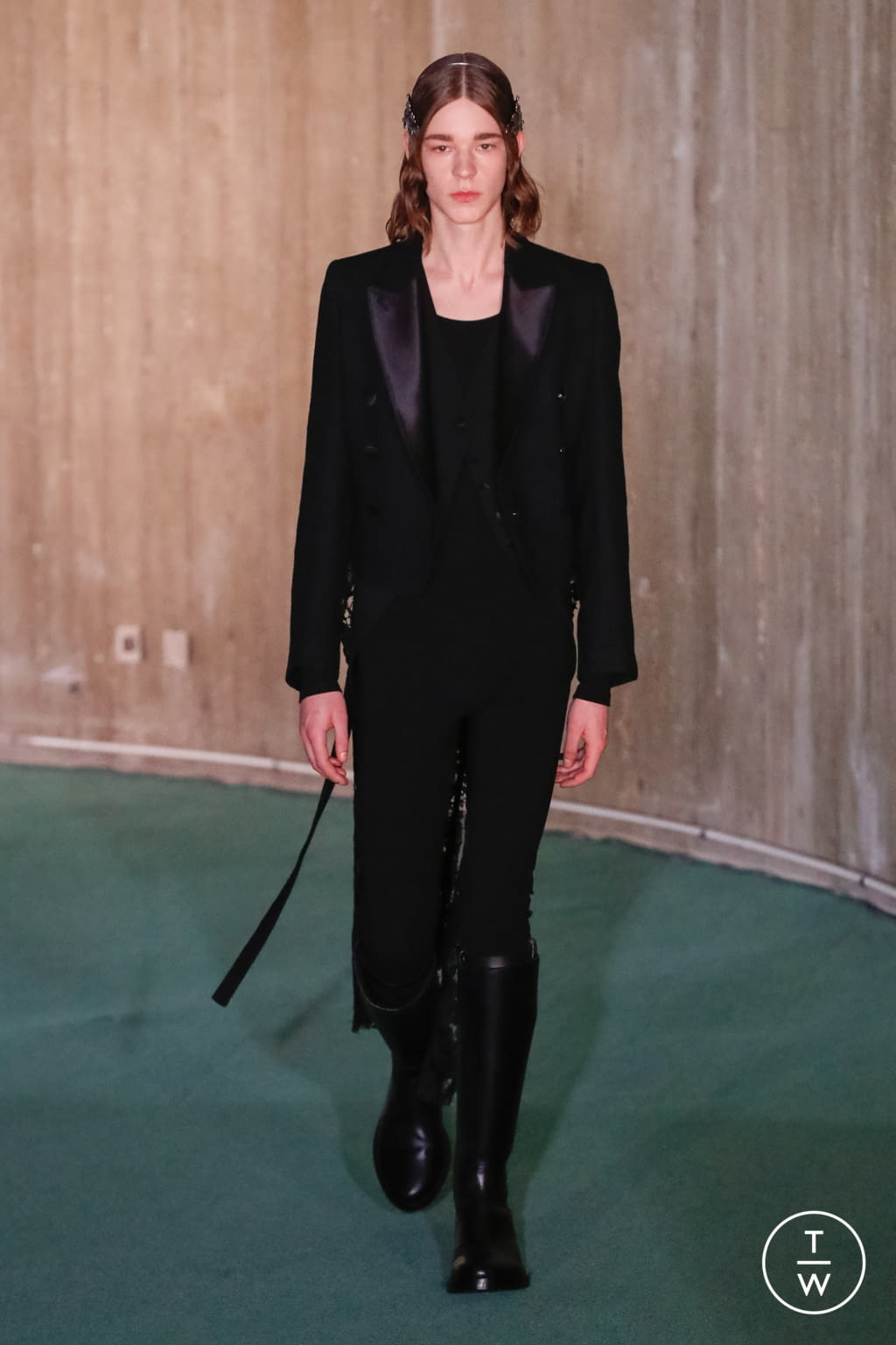 Fashion Week Paris Fall/Winter 2020 look 45 from the Ann Demeulemeester collection menswear