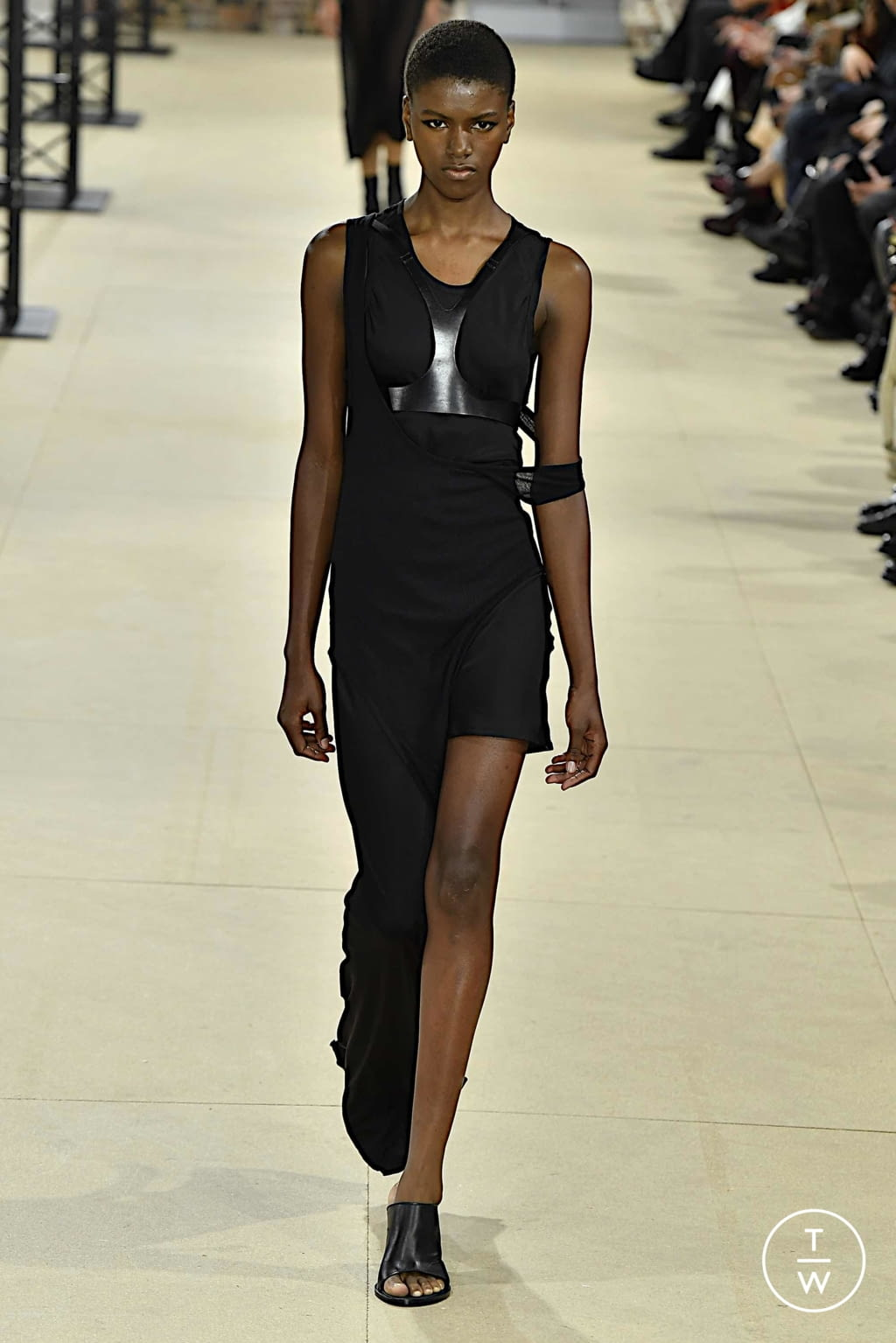 Fashion Week Paris Spring/Summer 2020 look 17 from the Ann Demeulemeester collection womenswear