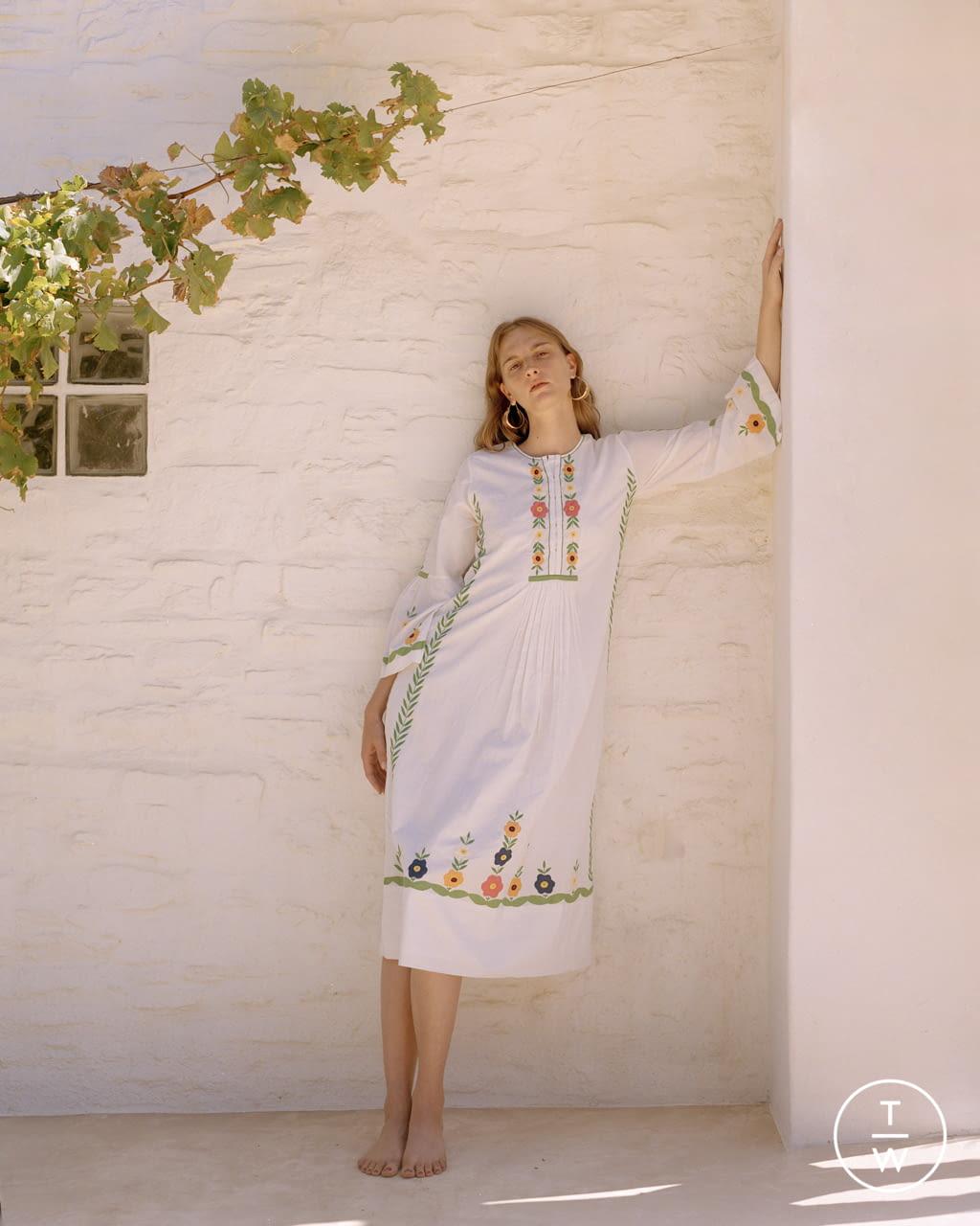 Fashion Week Paris Spring/Summer 2022 look 12 from the Antik Batik collection womenswear