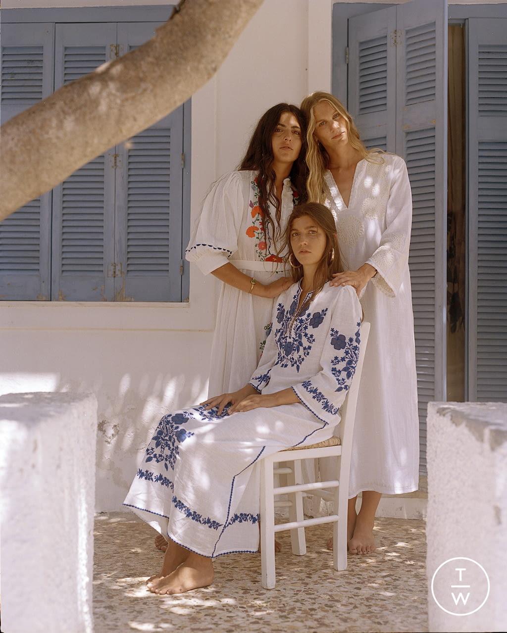 Fashion Week Paris Spring/Summer 2022 look 21 from the Antik Batik collection womenswear