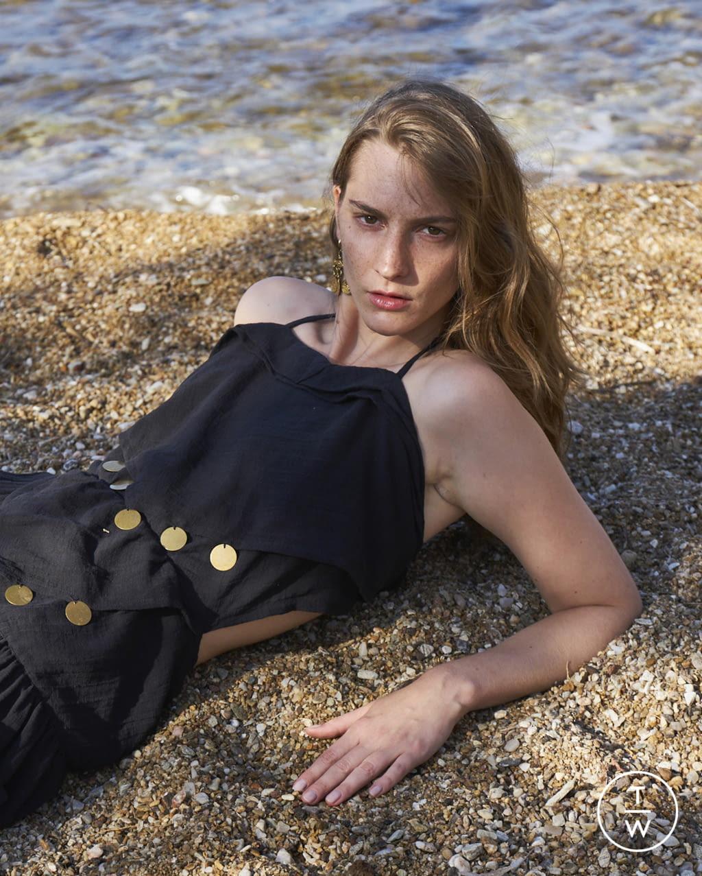 Fashion Week Paris Spring/Summer 2022 look 40 from the Antik Batik collection womenswear