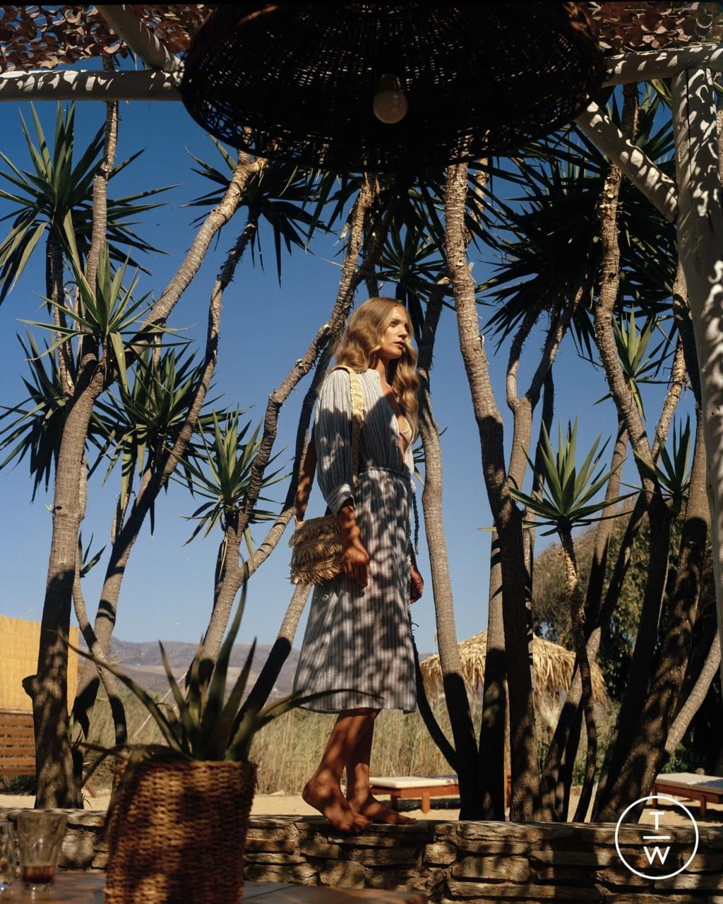 Fashion Week Paris Spring/Summer 2022 look 41 from the Antik Batik collection womenswear