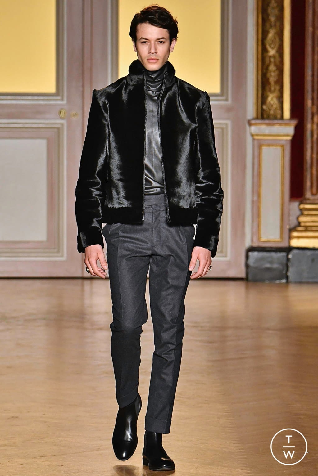 Fashion Week Paris Fall/Winter 2019 look 5 from the Antonio Grimaldi collection 高级定制