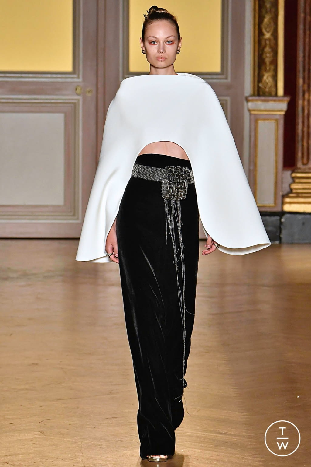 Fashion Week Paris Fall/Winter 2019 look 6 from the Antonio Grimaldi collection couture