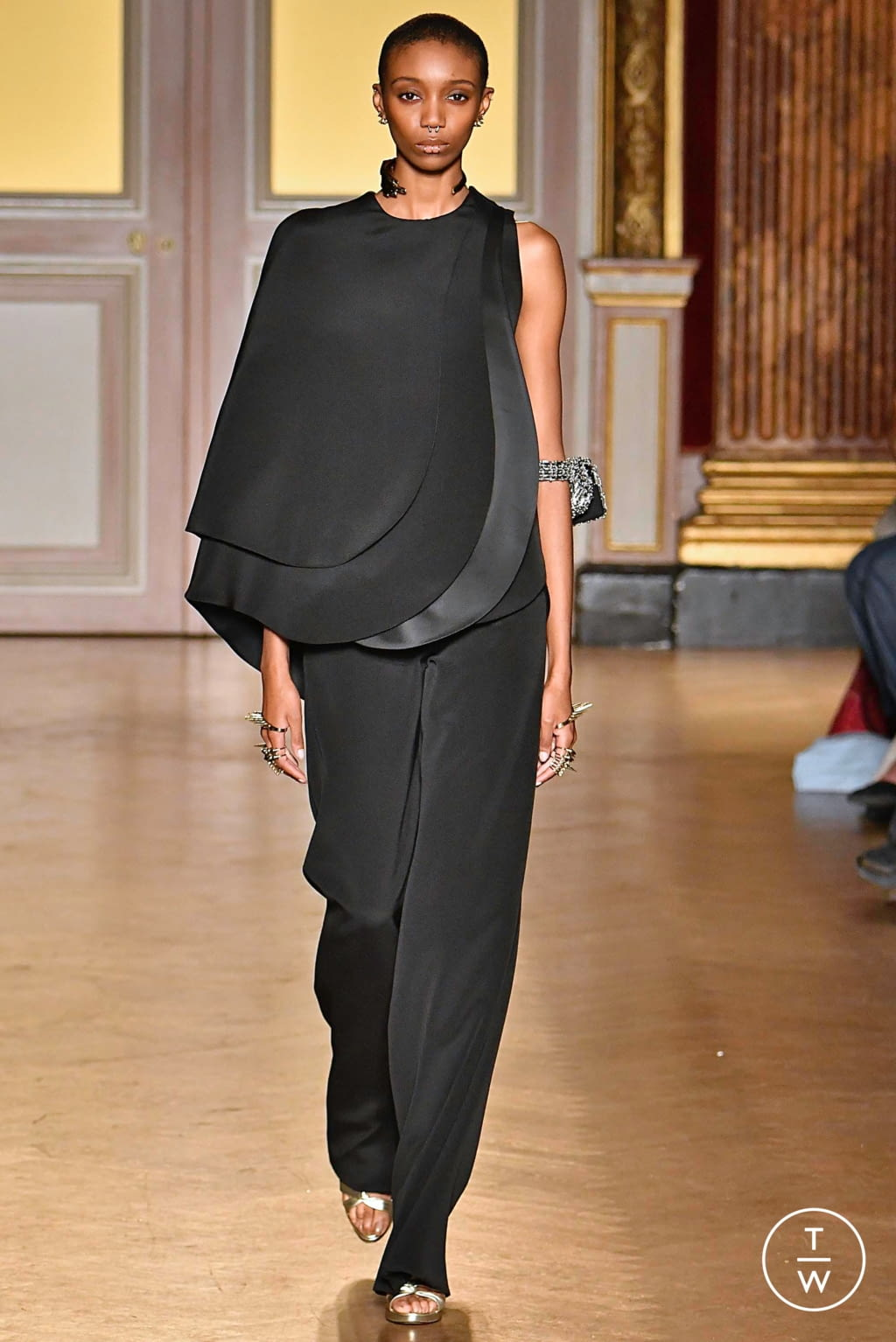 Fashion Week Paris Fall/Winter 2019 look 7 from the Antonio Grimaldi collection couture