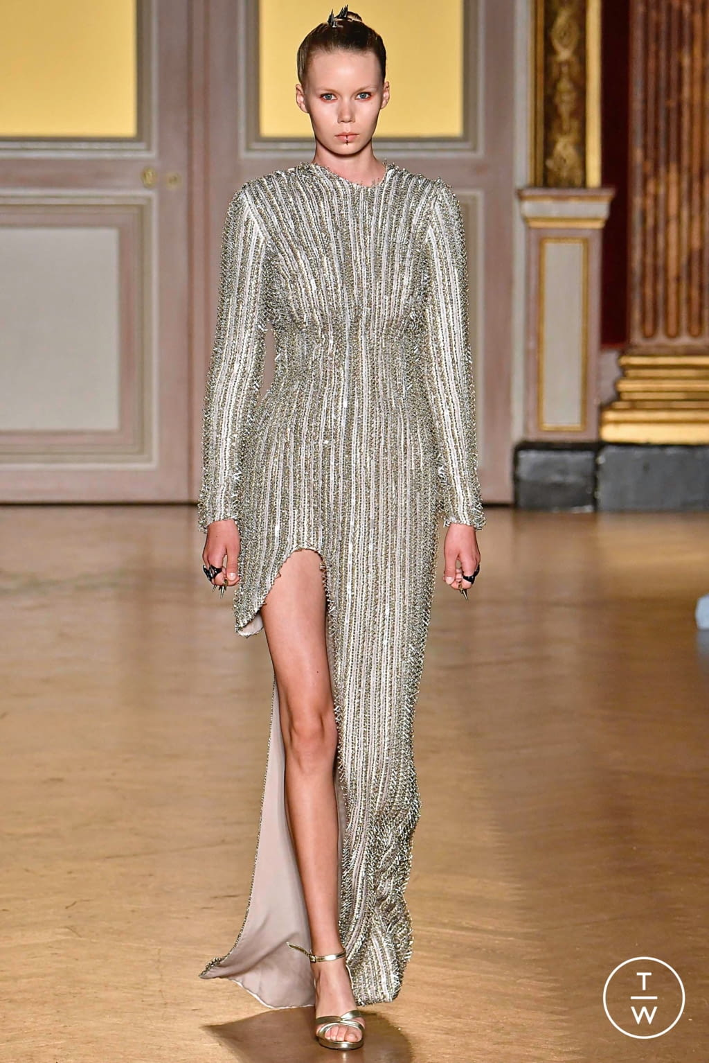 Fashion Week Paris Fall/Winter 2019 look 19 from the Antonio Grimaldi collection couture