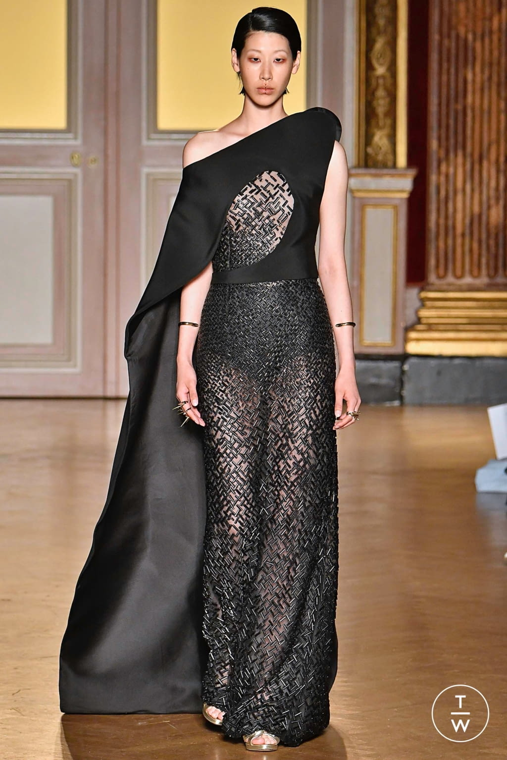 Fashion Week Paris Fall/Winter 2019 look 24 from the Antonio Grimaldi collection couture