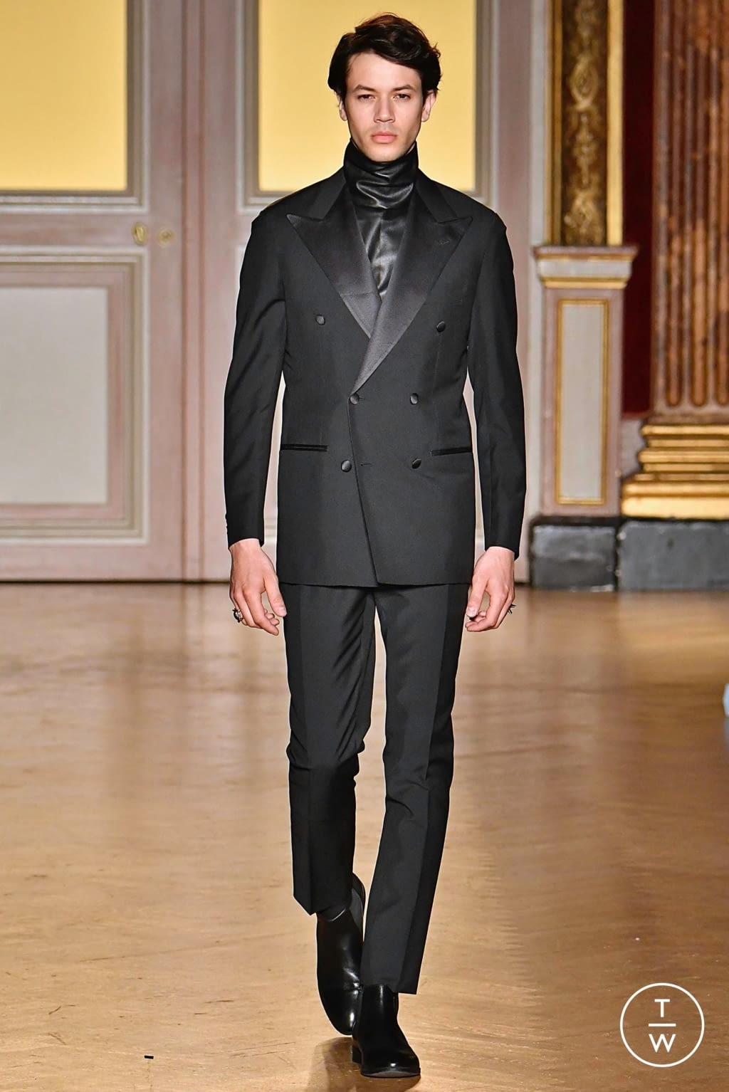 Fashion Week Paris Fall/Winter 2019 look 27 from the Antonio Grimaldi collection couture