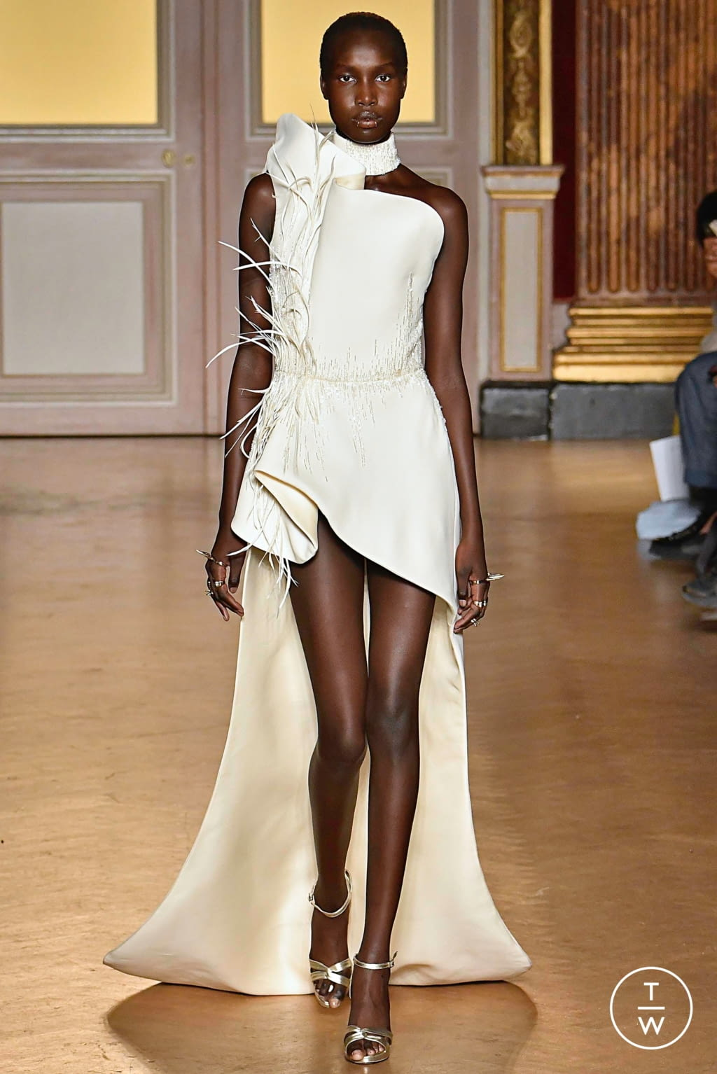 Fashion Week Paris Fall/Winter 2019 look 29 from the Antonio Grimaldi collection couture