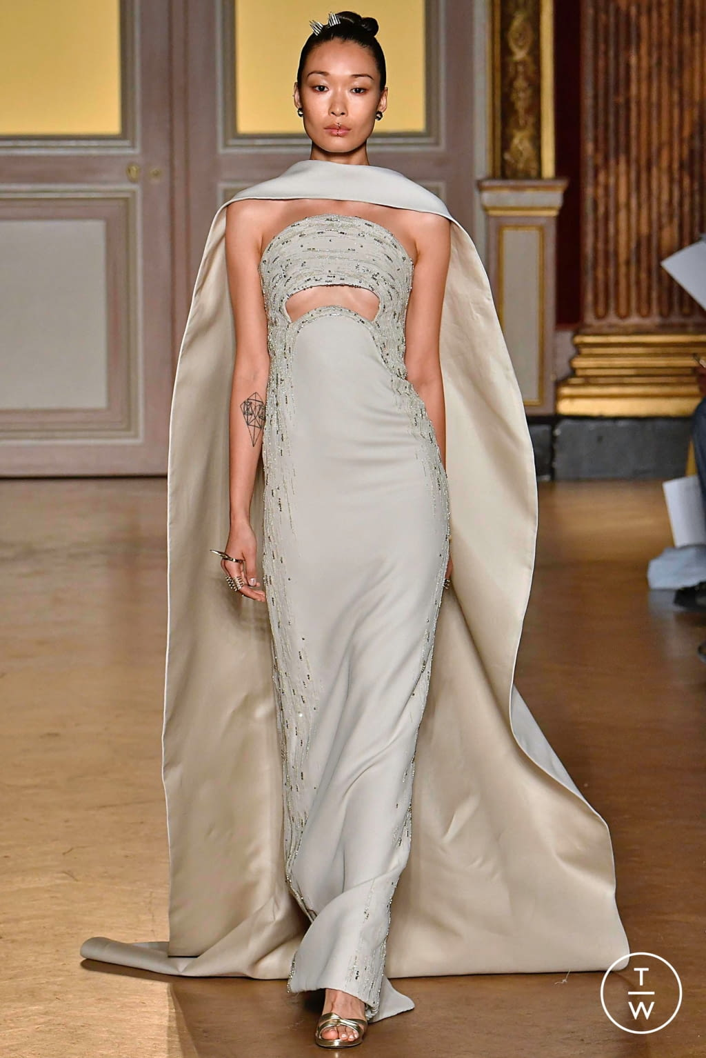 Fashion Week Paris Fall/Winter 2019 look 32 from the Antonio Grimaldi collection couture