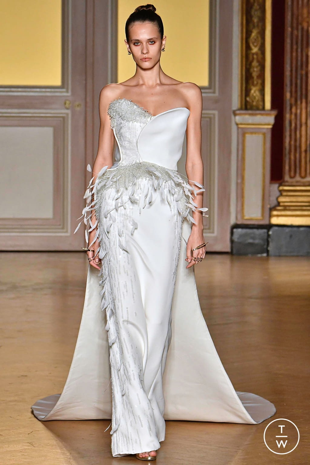 Fashion Week Paris Fall/Winter 2019 look 33 from the Antonio Grimaldi collection couture