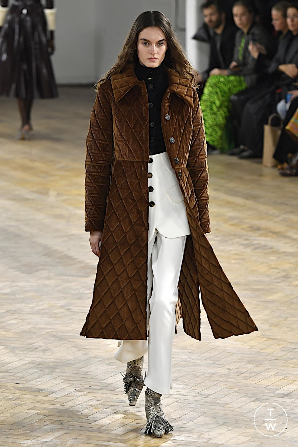 Fashion Week London Fall/Winter 2020 look 41 from the A.W.A.K.E MODE collection womenswear