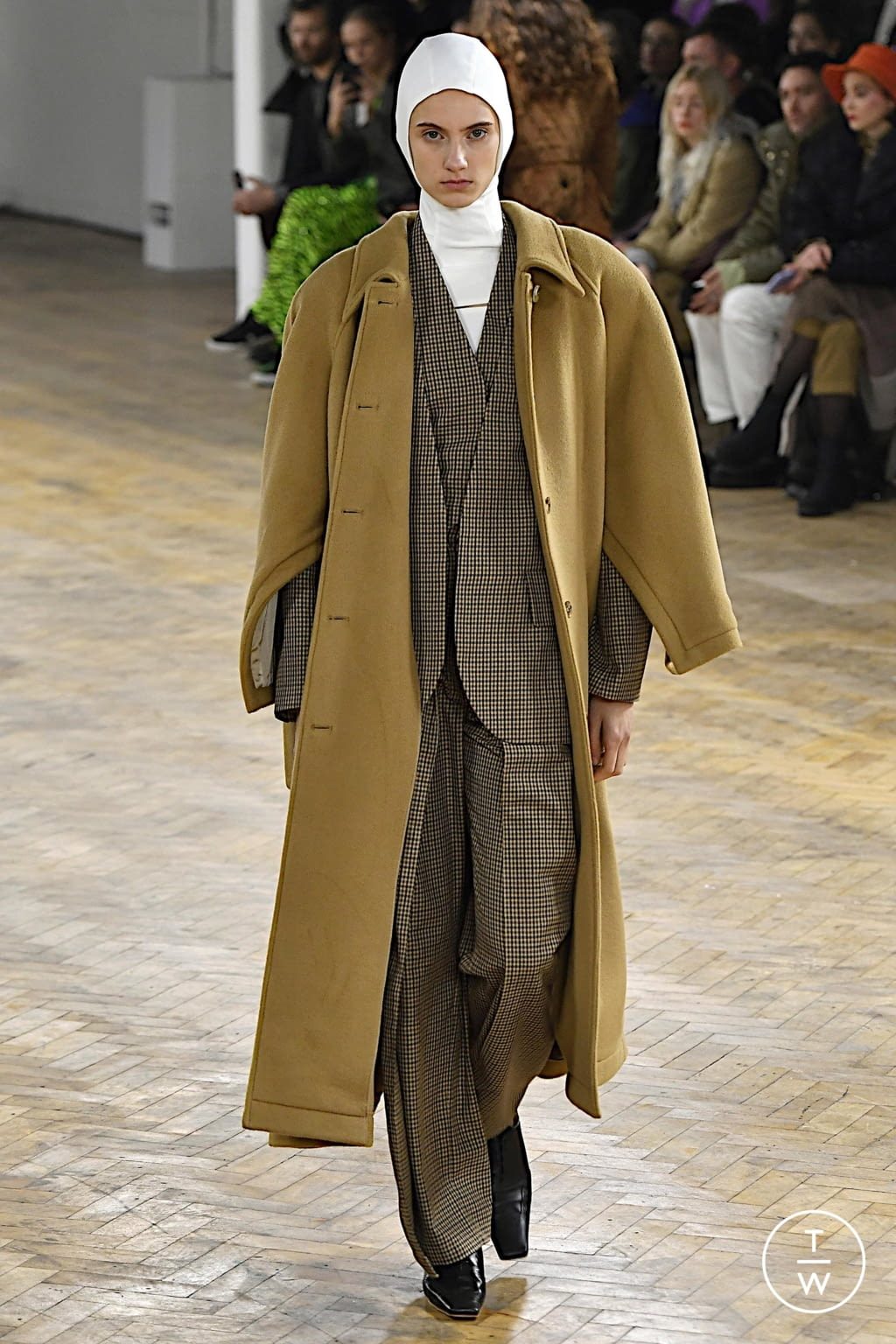 Fashion Week London Fall/Winter 2020 look 43 from the A.W.A.K.E MODE collection womenswear