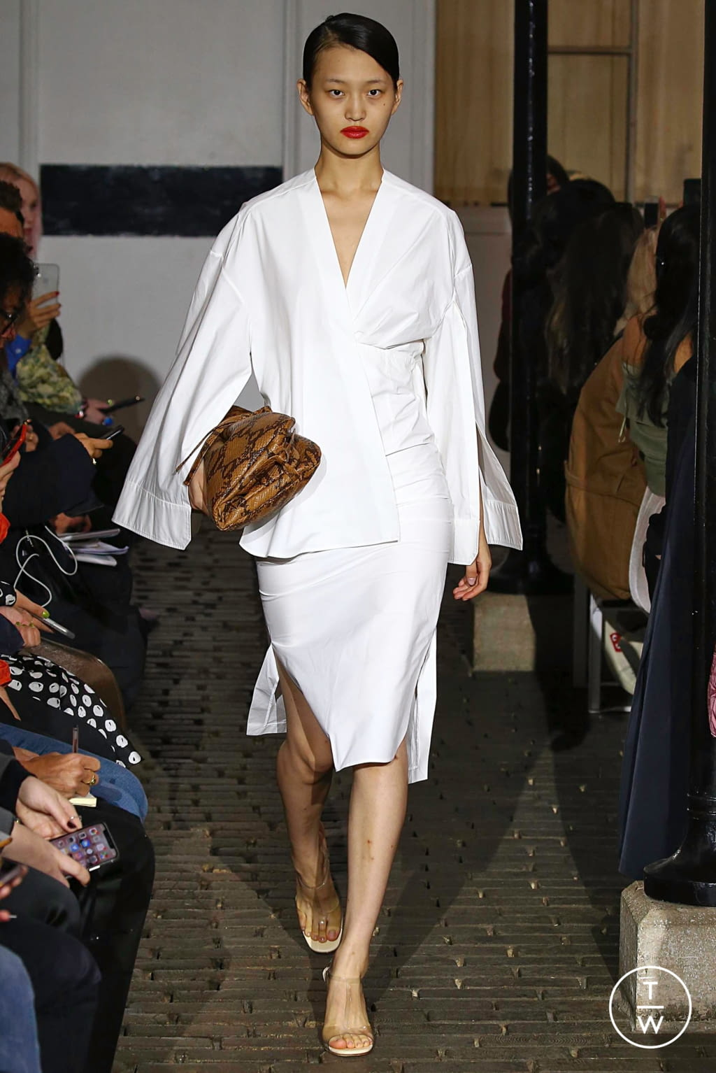 Fashion Week Paris Spring/Summer 2019 look 6 from the A.W.A.K.E MODE collection womenswear
