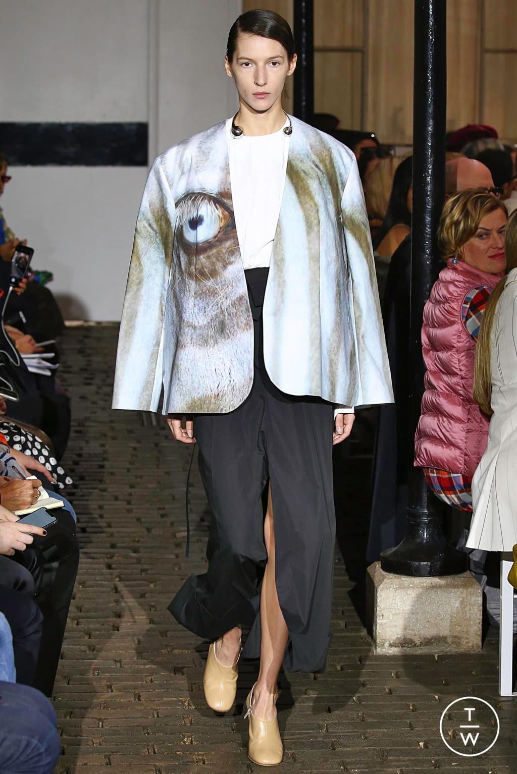Fashion Week Paris Spring/Summer 2019 look 16 de la collection A.W.A.K.E MODE womenswear