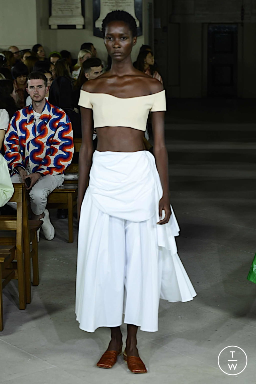 Fashion Week London Spring/Summer 2020 look 17 from the A.W.A.K.E MODE collection 女装