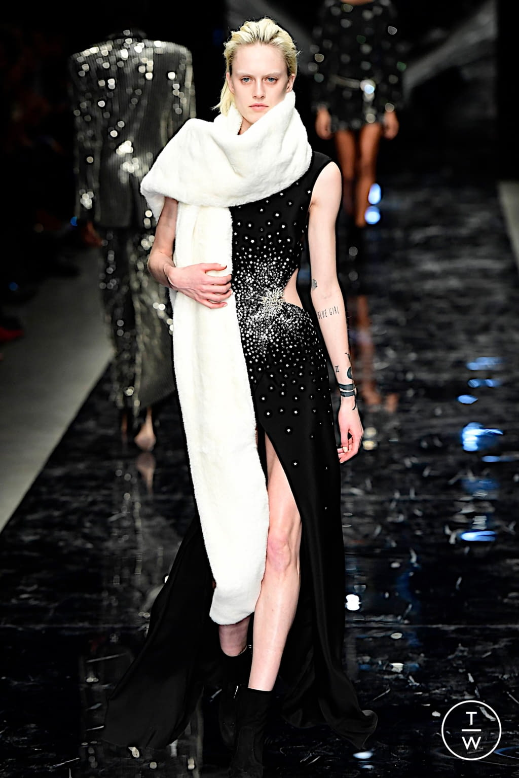 Fashion Week Paris Spring/Summer 2019 look 3 from the Azzaro collection couture